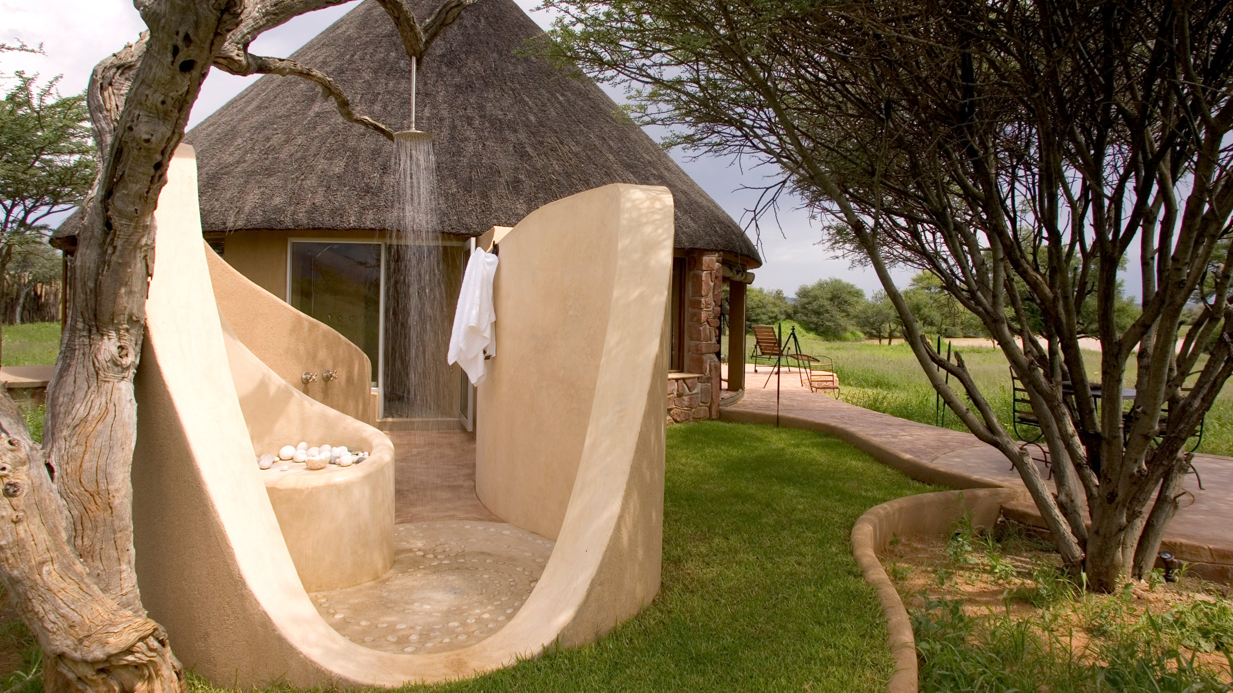 8 Perfect Getaways With Outdoor Showers Outside Online