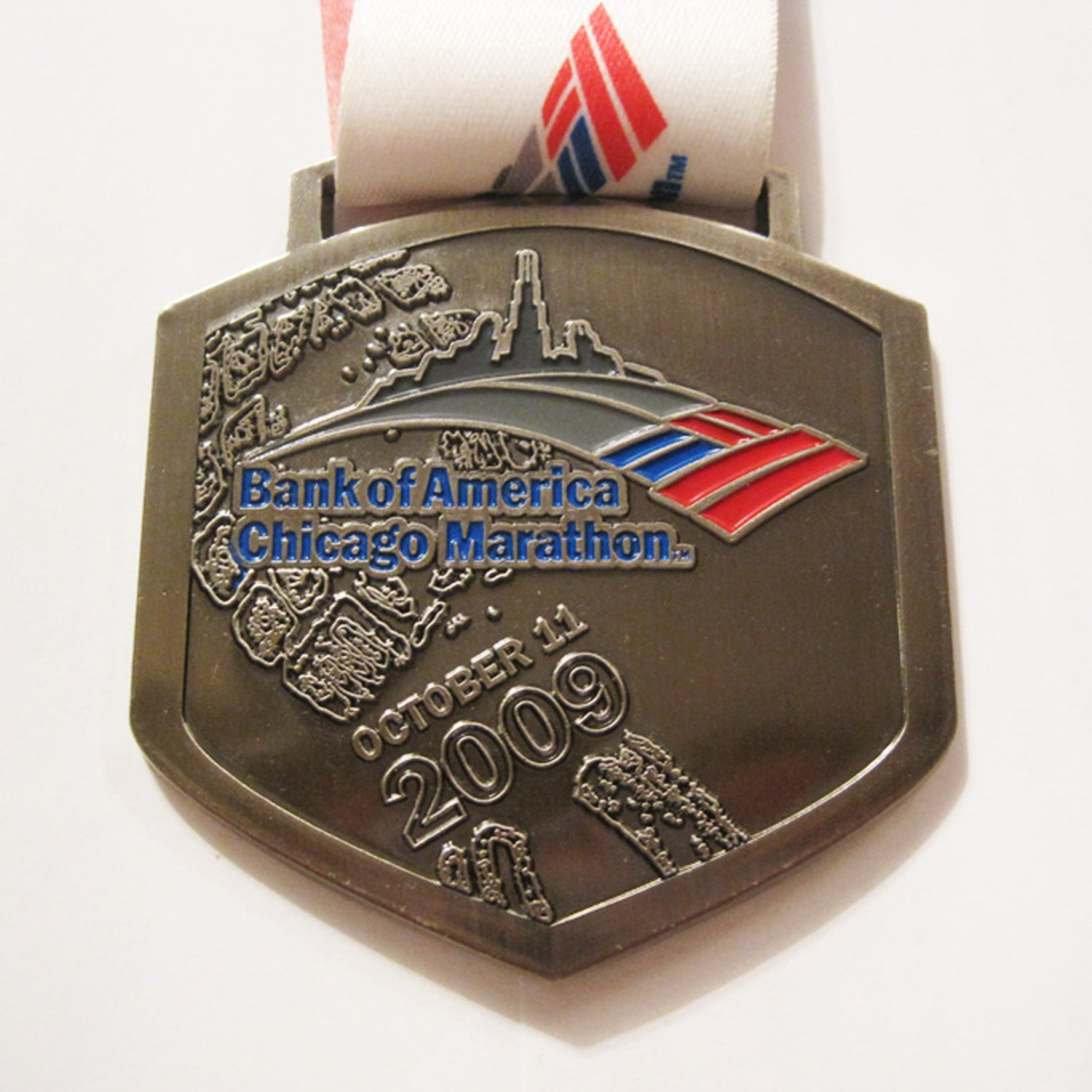 Solera: There's personal bias here, as this was my first-ever marathon. Nostalgia aside, this medal is a statement. Its shape resembles a shield or a crest, the embossed footprint design is emblematic of the physical struggle, and the ribbon is suitably colorful. An excellent medal for the best race in the world.