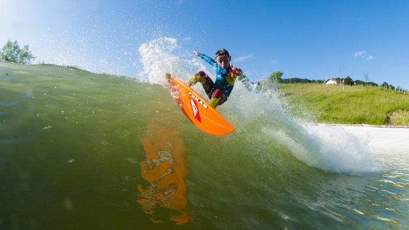 Surfing Wavegarden.