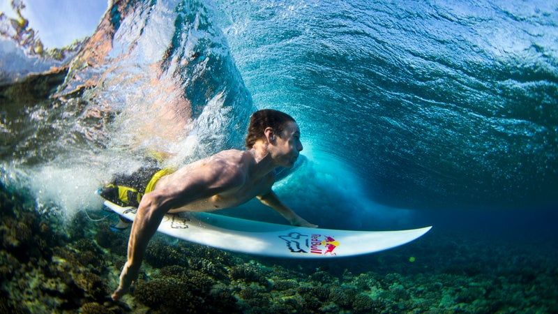 Ian Walsh duckdives a set on the Red Bull Decades surf trip, in the Tuamotos, French Polynesia on 4 August 2013. // Tom Carey/Red Bull Content Pool // P-20131203-00093 // Usage for editorial use only // Please go to www.redbullcontentpool.com for further information. //