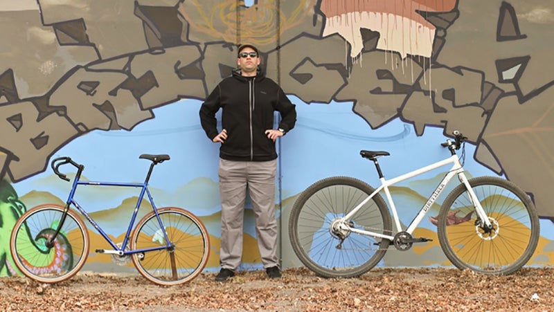 """Here, you can clearly see the geometry advantages brought by the larger wheels and scaled-up frame. The XXL-sized """"scaffolding bike"""" on the left places the rider very far to the rear, upsetting balance. The DirtySixer, on the right, provides a tall rider with a balanced seating position."""
