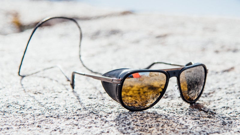 The amber lenses on this pair maximize contrast in snowy conditions. Perfect for winter mountaineering.