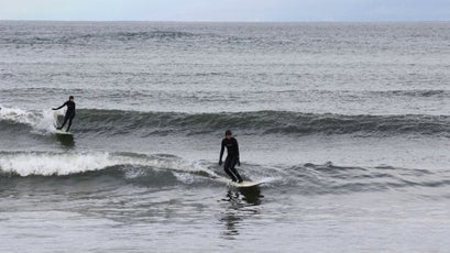 A search for surf in the PNW requires a dedicated interest in the Internet. Wave and weather reports can change before you even arrive. Your best bet? Be willing to wait it out. Or, be on constant lookout for better conditions nearby.