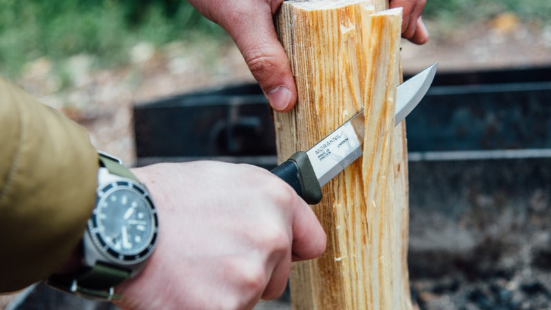 The Companion's soft rubber grip is pleasant to hold and provides ample grip. No blisters here. Its Scandi grind also delivers control and precision when working with wood.