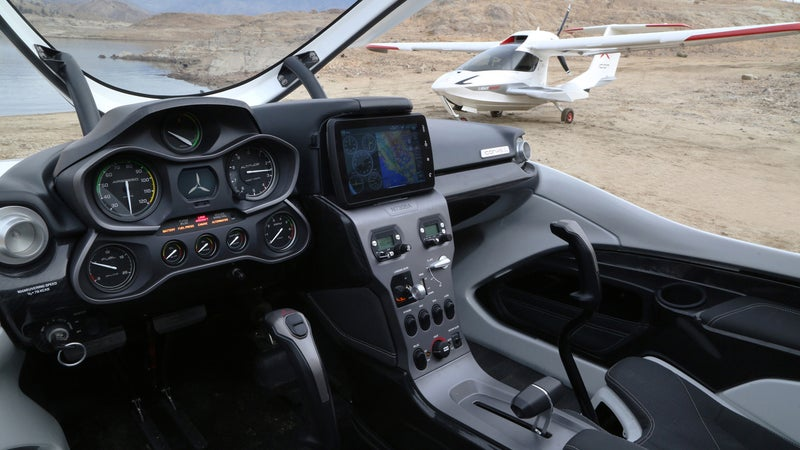 The A5's car-like instrumentation makes crucial in-flight information readily accessible to new pilots. Front and center is the high-tech AoA indicator, allowing inexperienced pilots to learn their airplane's limits.