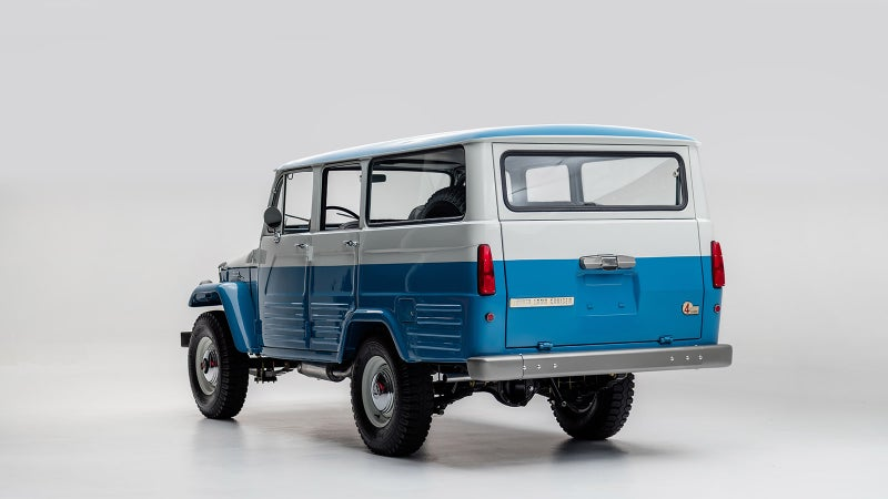 One of the FJ45LV's unique features are the vertical tail lamps.
