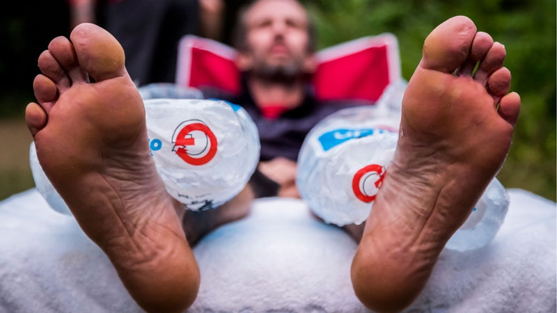 Karl Meltzer takes a break to rest his legs during his attempt to break the record for running the length of the Appalachian Trail. on 5 August, 2016. // Interpret Studios / Red Bull Content Pool // P-20160914-01011 // Usage for editorial use only // Please go to www.redbullcontentpool.com for further information. //