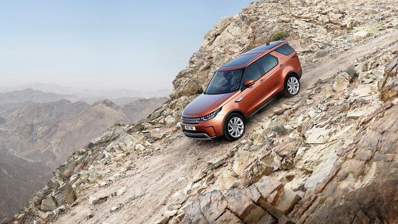 A proper 2.93:1 low-range transfer case enables the new Discovery to make very steep climbs and descents.