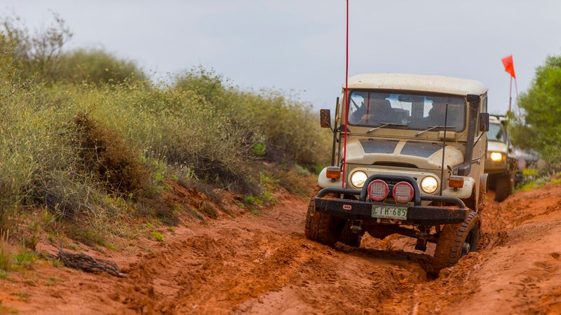 See how the front left wheel drops way down into that ditch, allowing the FJ40's body to stay relatively upright? That's due in large part to the solid axle (visible spanning the two front wheels), which facilitates high articulation. Such a setup is heavy and contributes to poor ride quality, so it has largely disappeared on modern trucks.