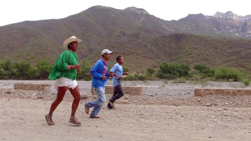 Arnulfo Quibisare runs with Silvino Cubesare and Manuel Luna.