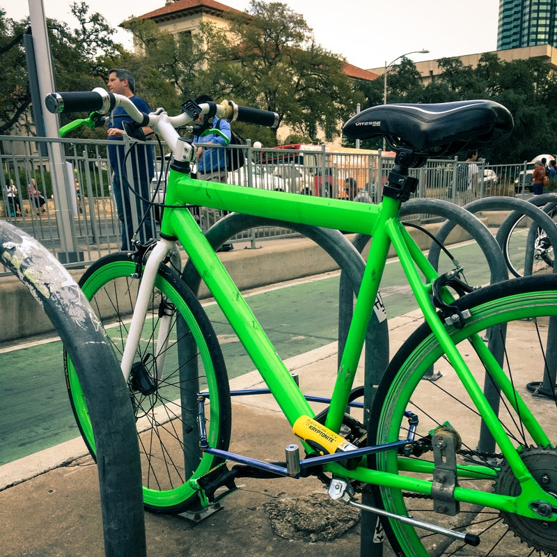 The bait bike with the most formidable combination: the Altor 560G with Kryptonite's New York Fahgettaboudit Mini.