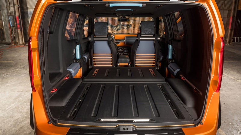 The car-like unibody construction creates the kind of spacious interior that Wrangler drivers can only dream of. And just look at how much cargo room this thing has with the seats folded down!