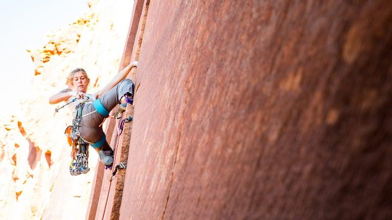 Ashley Cracoft (@ashleyreva) climbs Lightning Kitten, a 5.10 route in Utah.