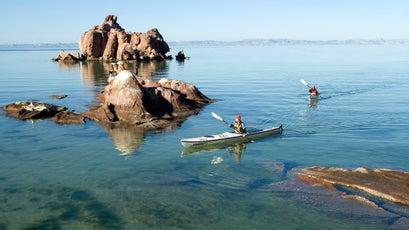 Kayakers on the Sea of Cortez, Isla Espiritu, Baja, Mexico.