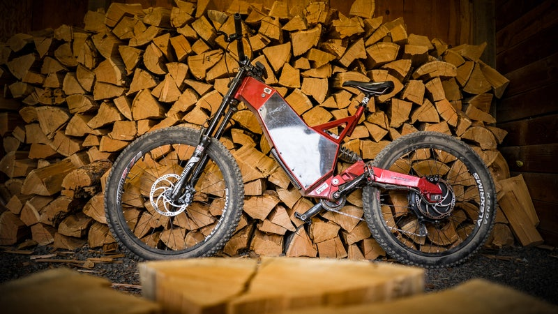 Eighty-two pounds, 7.3 horsepower. RockShox Boxxer RC Dual Crown forks. Rockshox Vivid R2C shock. Aluminum monocoque frame with carbon side panels. SRAM derailleur. Schlumpf two-speed, single-ring crank. Brushless hub motor; 1,800 Wh battery. This thing is really well-made and really neat, no matter what your opinions regarding e-bikes.