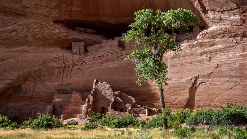 Ruins of an Ancestral Puebloan cliff dwelling at Canyon De Chelly, Chinle, Arizona