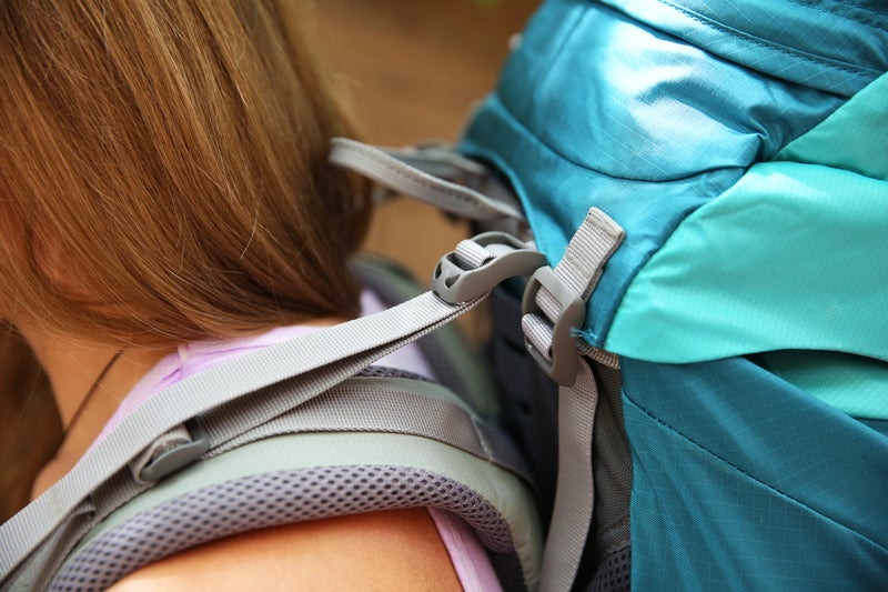 Make sure the load lifters are at a 45-degree angle and that the shoulder straps follow the angle of the shoulder without rising up.