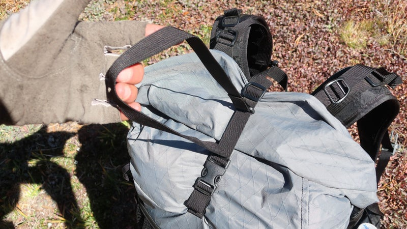 The Marl has several nice touches that don't add significant weight, indicating to me a real attention to detail. By attaching the top strap to itself, it does not flutter in the wind or swing sloppily.