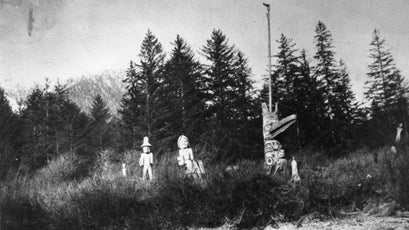 The old Raven Pole, before its removal in the 1950s.