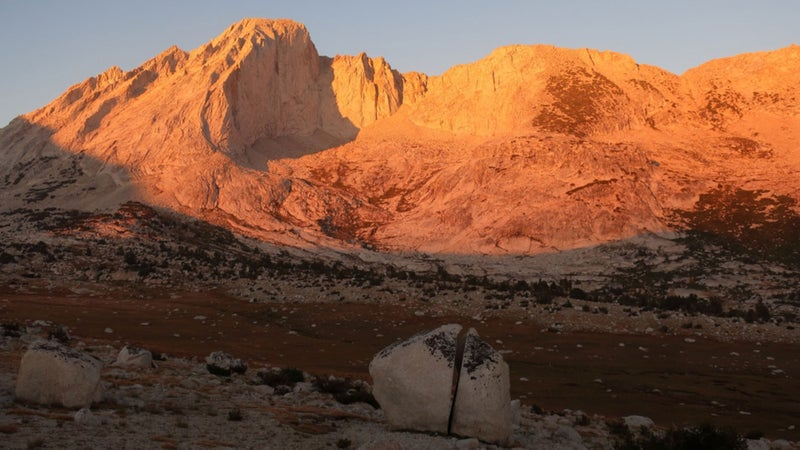 Alpenglow on Mt. Conness, a prominent peak on the Sierra Crest north of Tuolumne Meadows, with a perfectly split boulder.