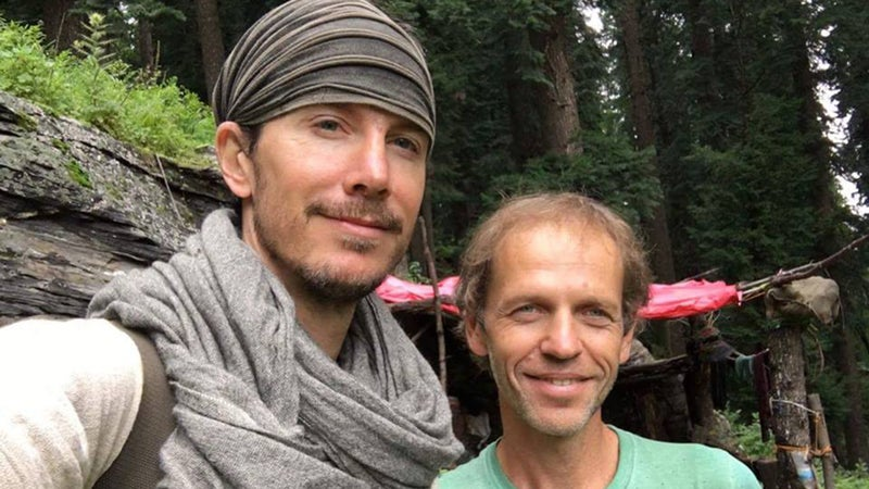 Justin Alexander (left) and Andrey Gapon in the Parvati Valley, just prior to the American traveler departing for Mantalai Lake.