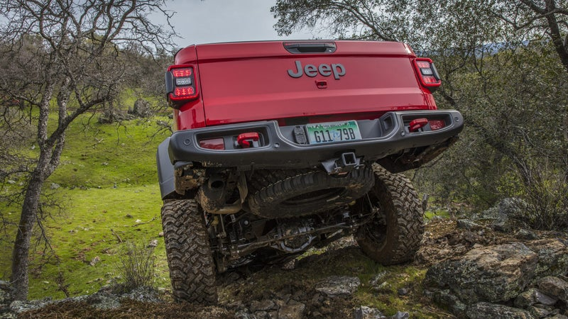 Live axles at both ends, with disconnecting sway bars, give the Gladiator more articulation than any other pickup available today, if not ever.
