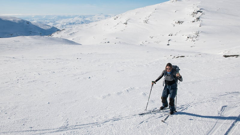The author testing Fjällräven's Bergtagen base layers in the Swedish Arctic.