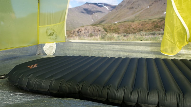 Exactly like the XLite, the UberLite is 2.5 inches thick and has horizontal baffles of uniform height. Wider users should consider a large pad, which offers a bigger sleeping surface.