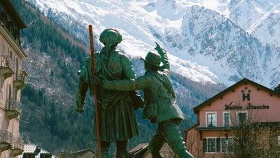 Mont Blanc and a statue of Jacques Balmat and Horace Bénédict de Saussure