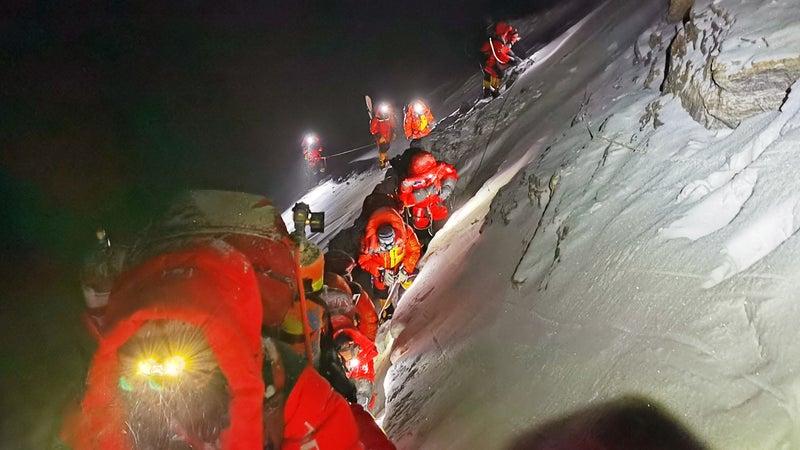 CHINA-MOUNT QOMOLANGMA-SURVEYING TEAM-HEADING FOR SUMMIT (CN)