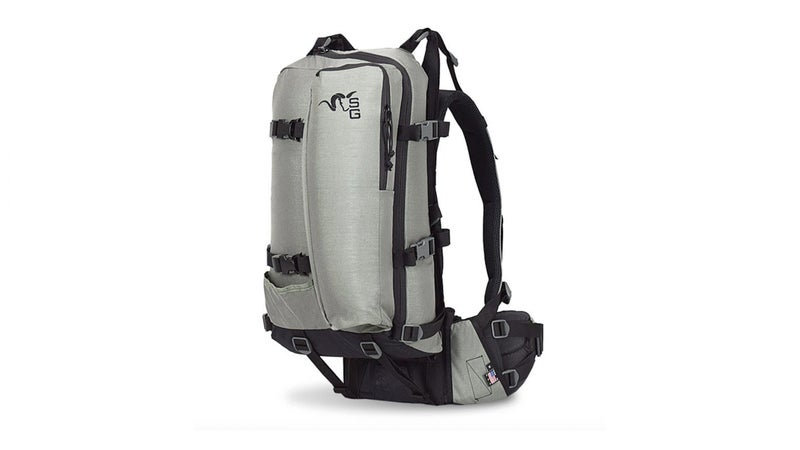 Here, the X-Curve is fitted with the 31-liter Approach 1800 bag. This is a perfect configuration for a day trip, but it doesn't offer quite enough volume for even a single night outdoors. That vertical pocket on the back is a six-liter sleeve designed to accept a spotting scope.