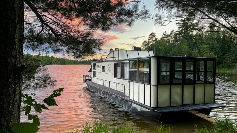 Exploring Voyageurs by houseboat