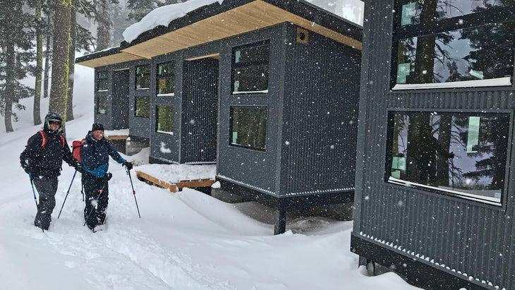 Tahoe hut Froglakes skiers