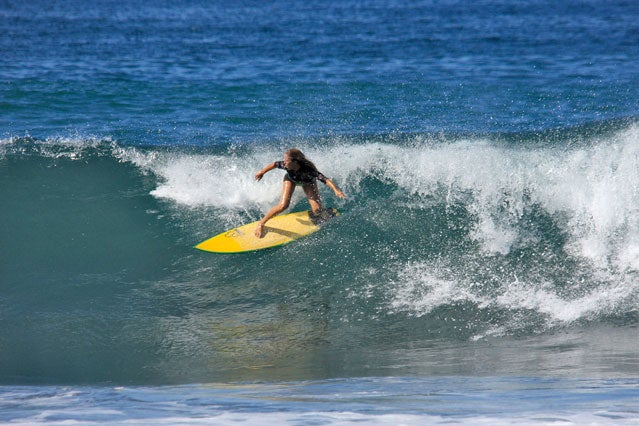 Surf Simply's Gemma Yates rips it at Playa Gujones