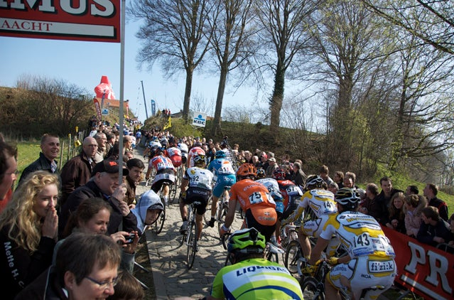Riders grind up the Koppenberg Hill at the 2009 Tour of Flanders