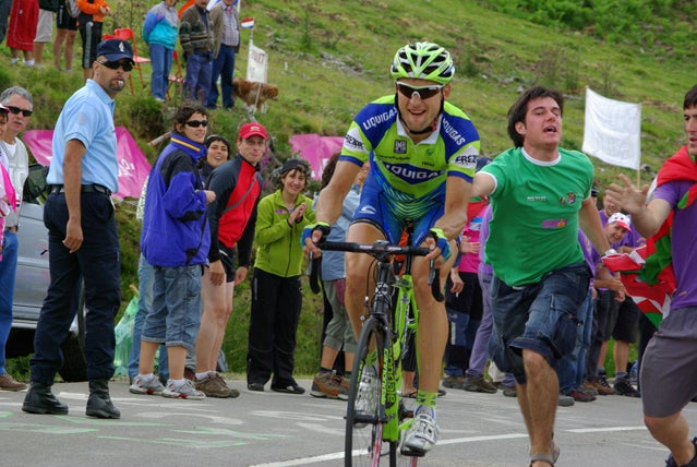 Fans at the 2007 Tour de France get close to the action in the Pyrenees