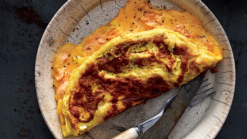 Cheddar cheese omelet with smok