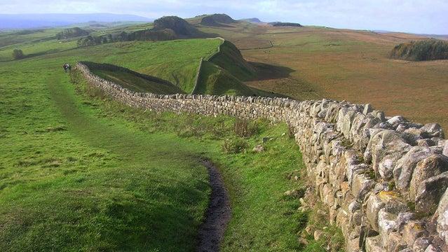 hadrian's wall hiking england britain