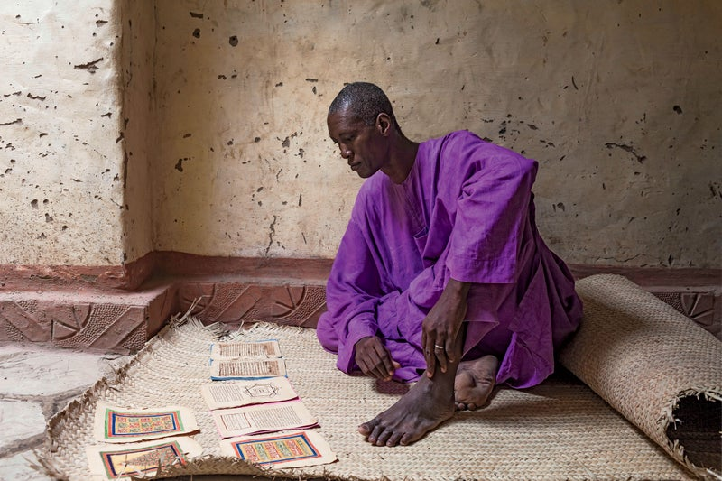 Mali Bamako Timbuktu Mopti Niger river election pooling station vote market people landscape manuscript library books mosque travel village boat Djenné