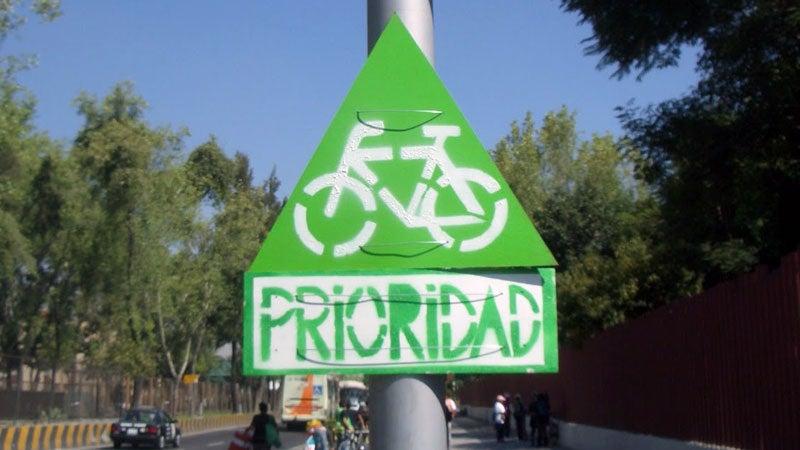 Colectiva Camina Haz Ciudad installs DIY bike lanes and safety reminders around Mexico City.