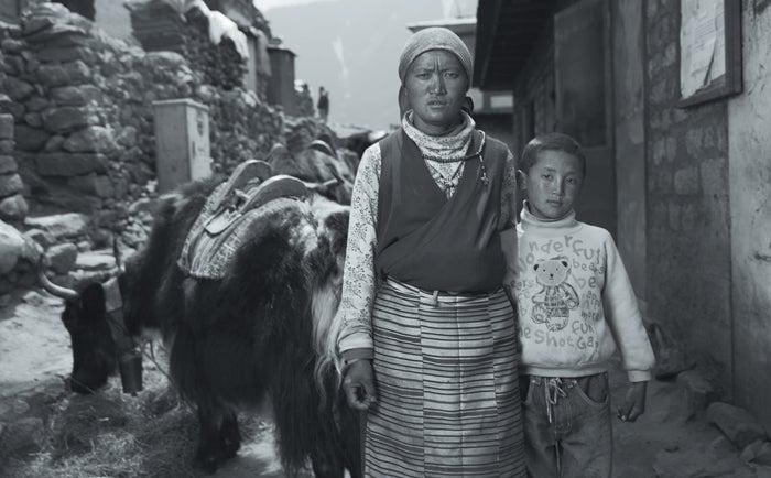 black year, grayson schaffer, sherpas, avalanche, mount everest, nepal, tragedy, mountaineering, dorji sherpa, family