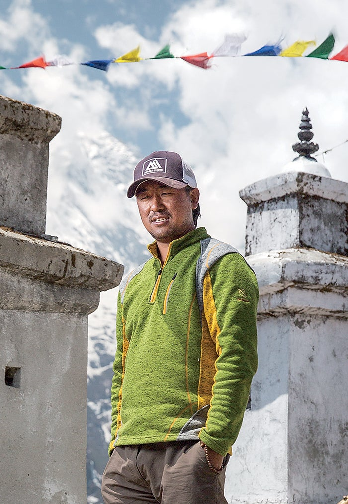 black year, grayson schaffer, sherpas, avalanche, mount everest, nepal, tragedy, mountaineering, lhakpa gyalgen, syangboche