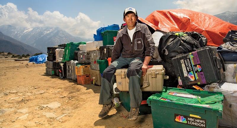 black year, grayson schaffer, sherpas, avalanche, mount everest, nepal, tragedy, mountaineering, lhakpa nuru, sherpa, nbc, camera equipment