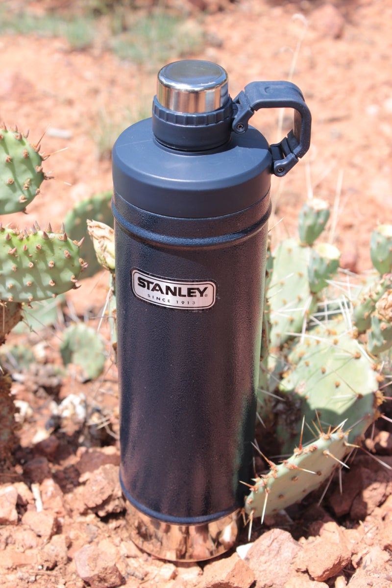 Stanley Classic 27-ounce 27oz. Vacuum Insulated Water Bottle stainless steel 10-01621-001 Hammertone Green bpa-free leak proof dishwasher safe 18/8 stainless steel Pacific Market International Hannah Weinberger outdoors outside magazine outside online