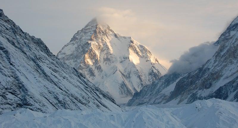 k2 mountaineering everest avalanche