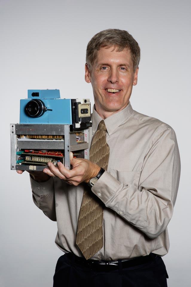 Designer Steve Sasson with an early-model digital camera