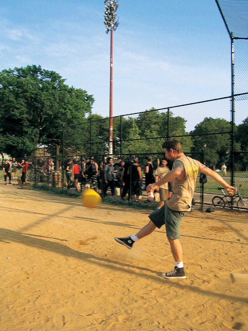 outside magazine outside online new york chicago seattle los angeles boston san francisco denver washington d.c. things to do city without limits urban adventure urban living exercise fitness surfing sailing running volleyball kickball subway urban life concrete jungle