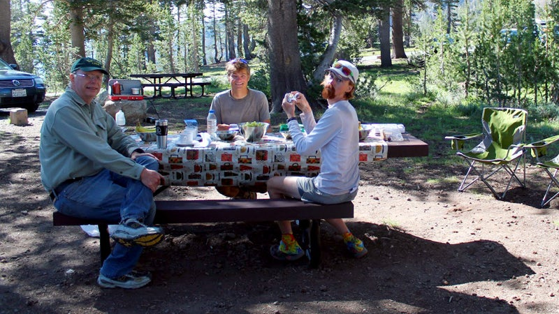 pacific crest trail sonora pass cafe hiking