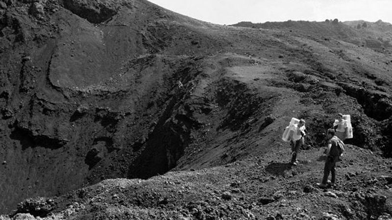 OutsideOnline Apollo moon mission Pacific International Space Cen Executive Director Rob Kelso vi Big Island Hawaii lunar landscape train training photos surface unpublished released astronauts 1970 Apollo 15 crew trek Apollo Valley