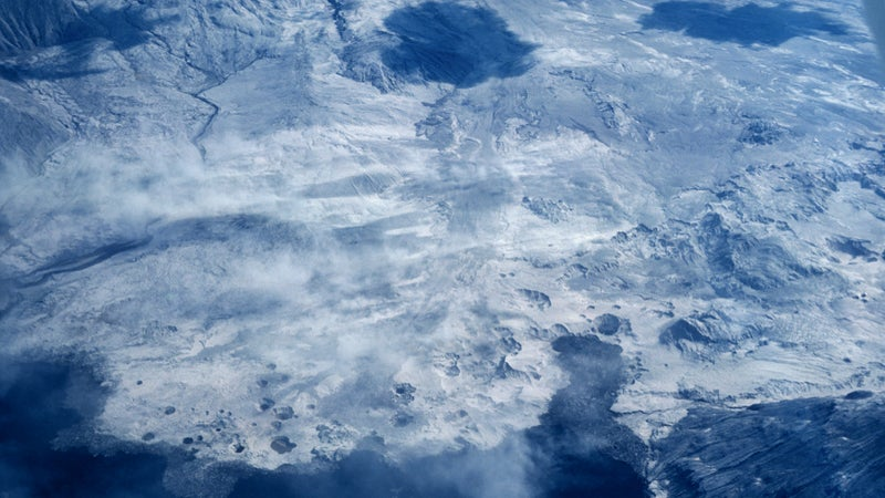 OutsideOnline Mount St. Helens eruption 1980 volcano erupts plane photograph unpublished The Oregonian Richard Bowen ash cloud blast radius crater mountain side